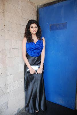 oviya spicy in blue dress for azhagan azhagi audio launch unseen pics
