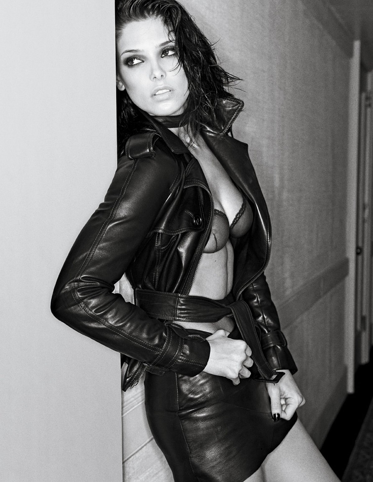http://2.bp.blogspot.com/-O2ple8xcpos/TwdGmbHv0UI/AAAAAAAAEZw/T6REs9KeMY8/s1600/ashley-greene-nipple-interview-02.jpg