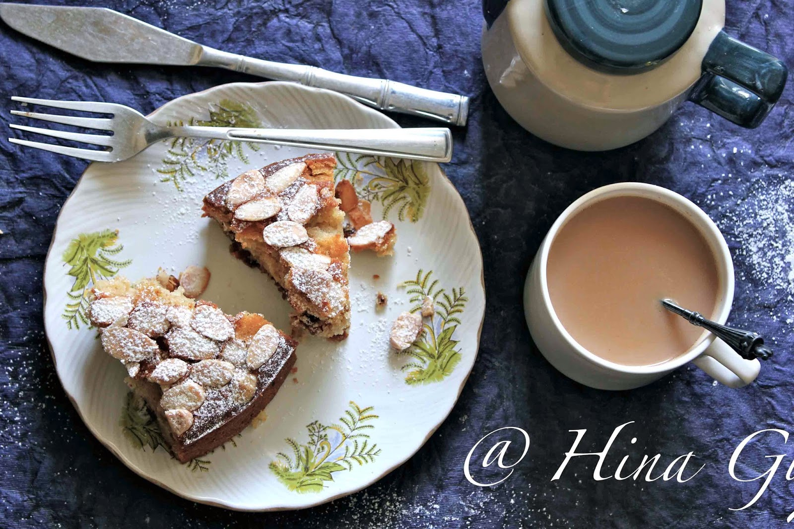 Fast Cinnamon Yoghurt Cake with Almond Flakes