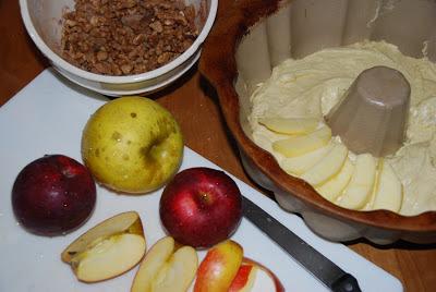glazed apple bundt cake (week #8 of 12 weeks of christmas treats)