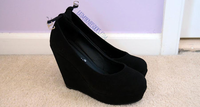 These black wedges from Milanoo are the perfect shoes for casual to cute outfits, made of a faux-suede exterior.