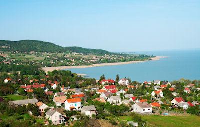 Pequeña ciudad en el Lago Balatón de Hungría - Hungary Landscapes and cities