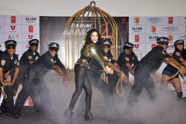 http://2.bp.blogspot.com/-O3OwnoRVHW0/UvxvxjfCKKI/AAAAAAAAkdQ/lpt2zxZy7qY/s1600/Sunny+Leone+performs+on+%27Baby+Doll%27+song+for+live+audience+(7).jpg