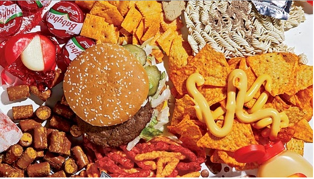 junk foods and healthy foods essay Food and its influence an essay assignment topic childhood was defined by the constant struggle between you and your parents to get you to eat healthy foods or in quest of the perfect junk food.