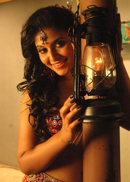 anjali in kalakalappu new glamour  images