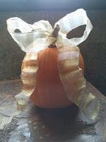 Calabaza de Halloween con lazo, enredandonogaraxe