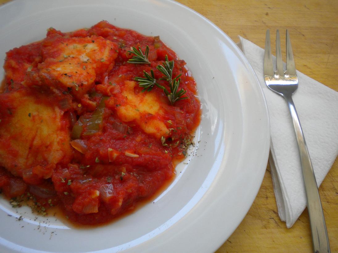 La cocina m gica de manu pez espada en salsa de tomate for Pez espada en salsa de almendras