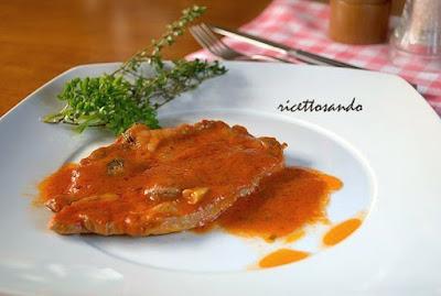 Bistecca di coppa di maiale alla pizzaiola ricetta di carne di suino in salsa