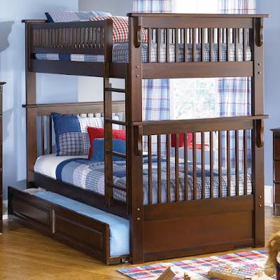 trois lits superposés