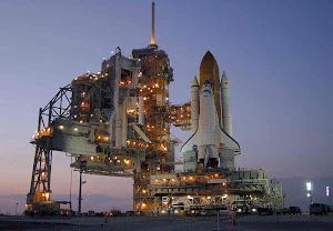 SPACE SHUTTLE DISCOVERY SITS ON LAUNCH PAD