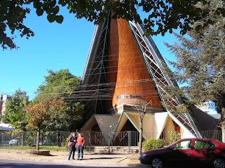Iglesia Verbo Divino, Los Angeles, Chile, vuelta al mundo, round the world, La vuelta al mundo de Asun y Ricardo