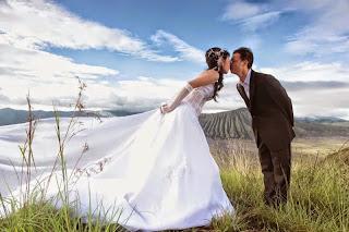 Paket Wisata Bromo Honeymoon