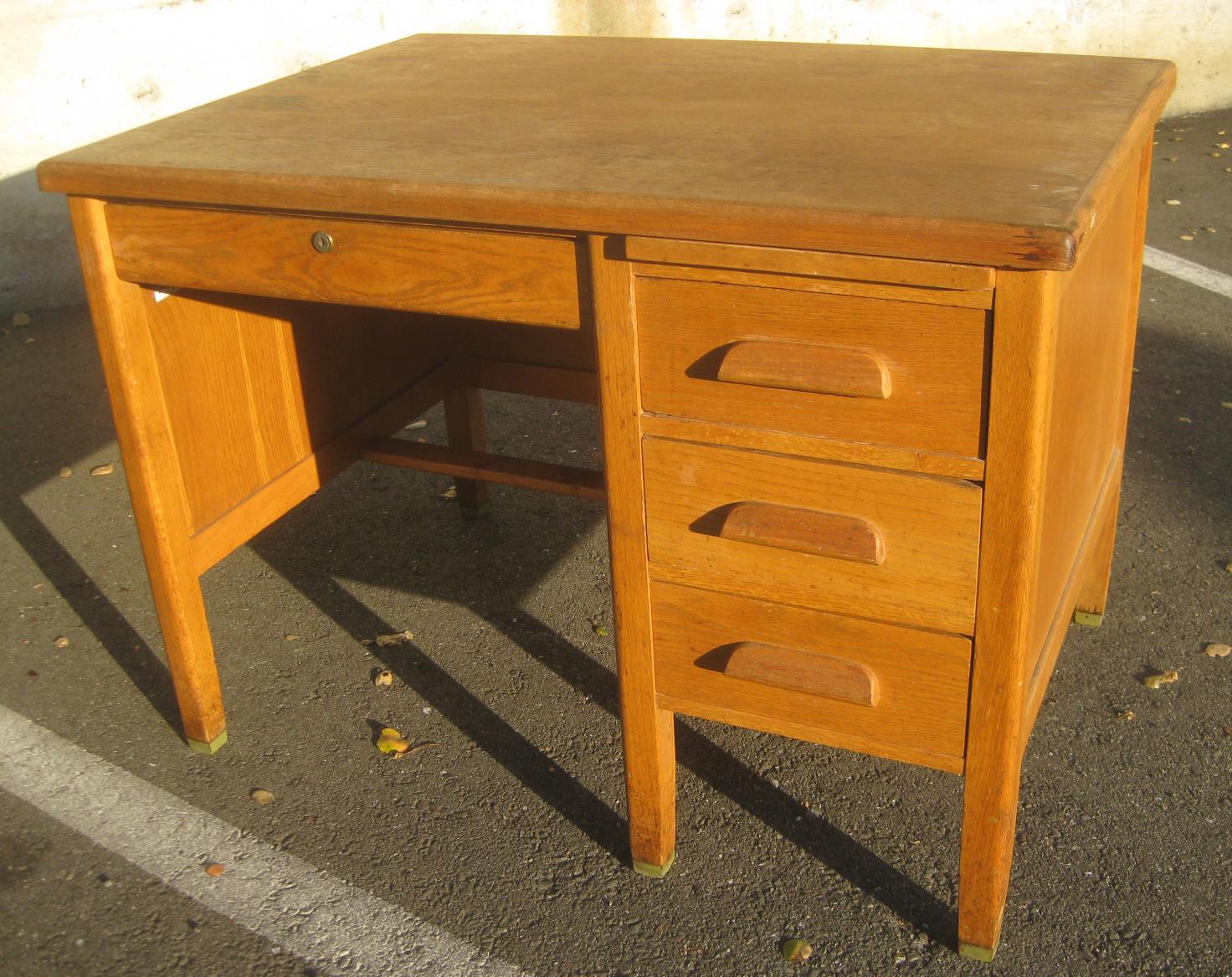 uhuru furniture collectibles sold smaller oak teacher 39 s desk 80. Black Bedroom Furniture Sets. Home Design Ideas