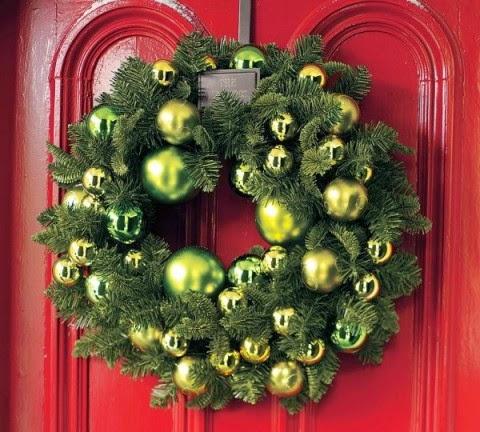 coronas puertas en navidades