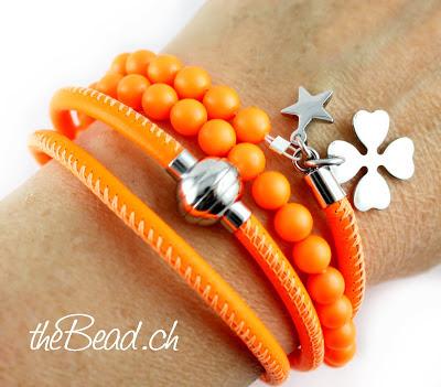 Wickelarmband in rassiger Neon Farbe Orange Trendschmuck fuer den Sommer