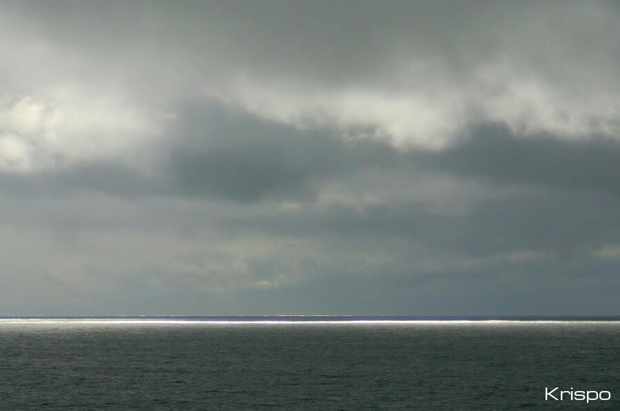 mar y cielo en un día de tormenta
