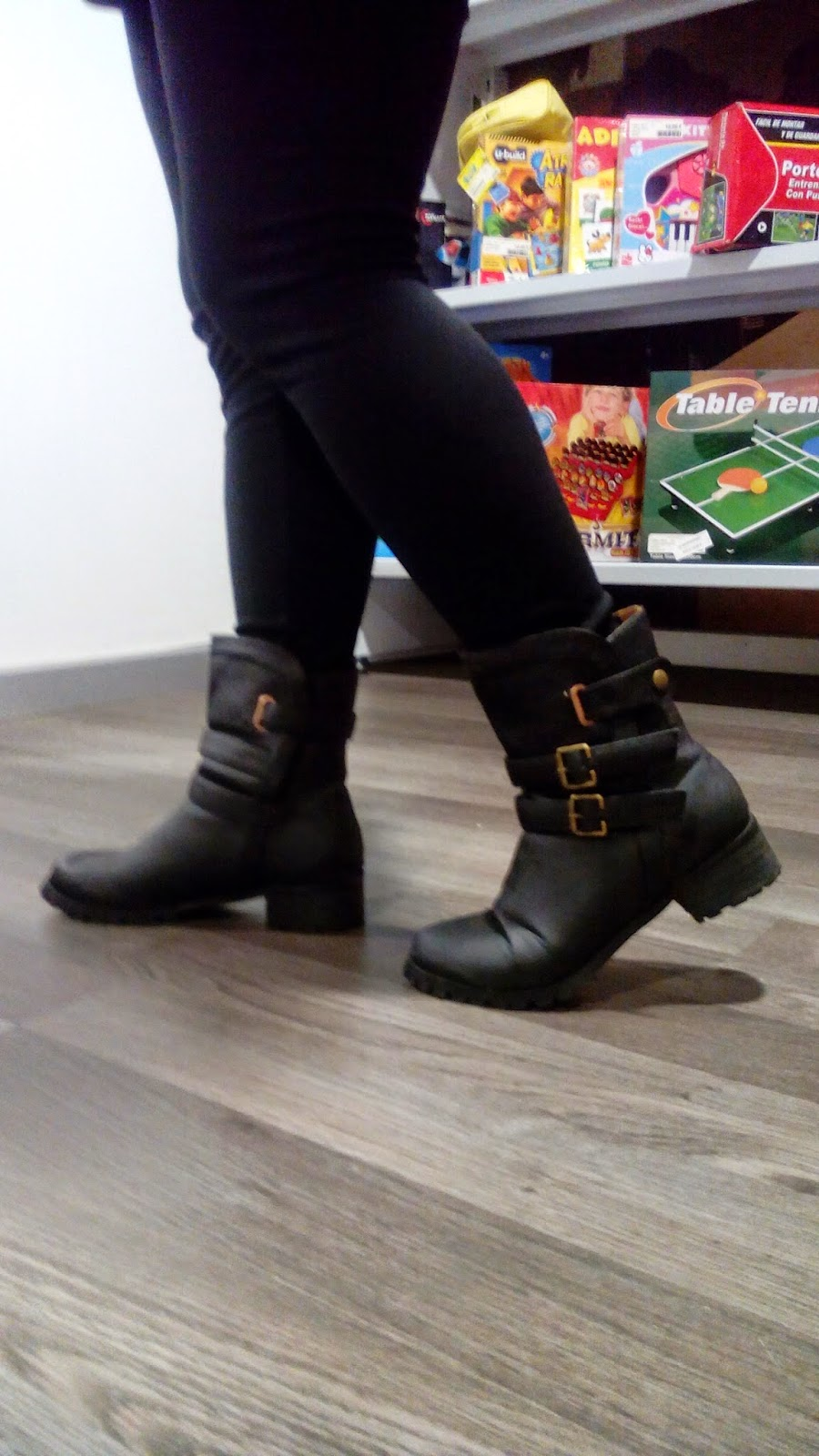 http://www.oasap.com/trousers-leggings/3838-anchored-leggings-with-inner-napping.html?fuid=98518