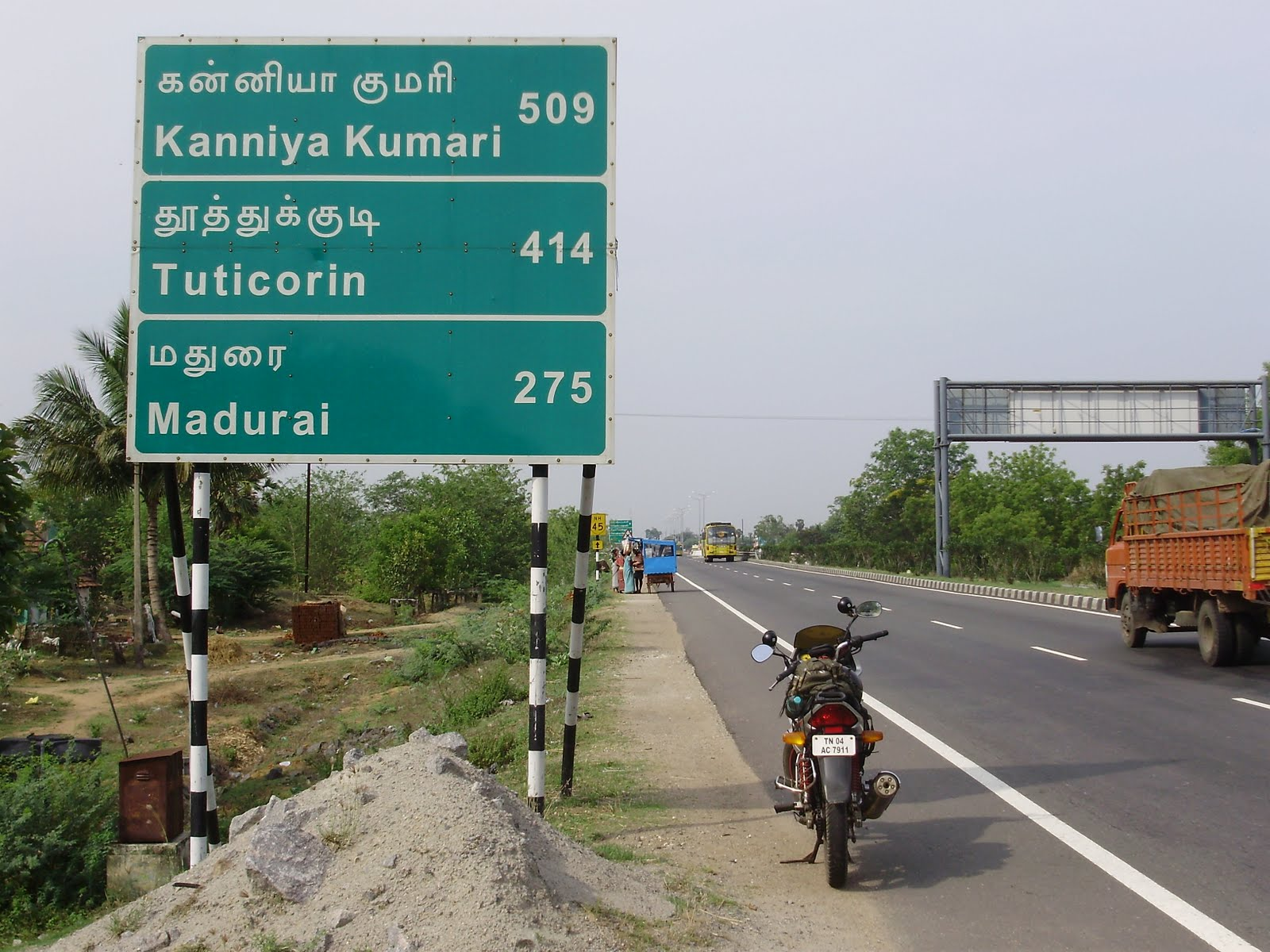 Yamaha fazer touring party of few i10saltos crossed villupuram and somewhere near ulundurpettai thought of giving the bike a small break just then this road sign appeared solutioingenieria Gallery