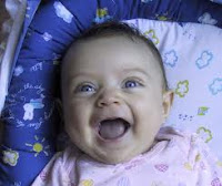 الضحك يخفف الألم ويقلل التوتر