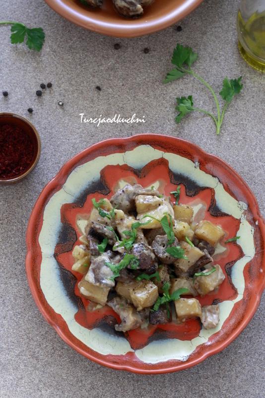Gorąca przekąska z pieczarkami i ziemniakami
