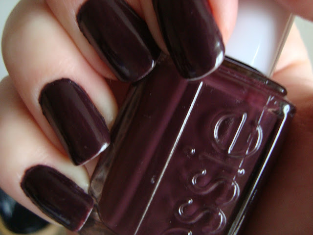 Review: Essie Nail Polish in Carry On