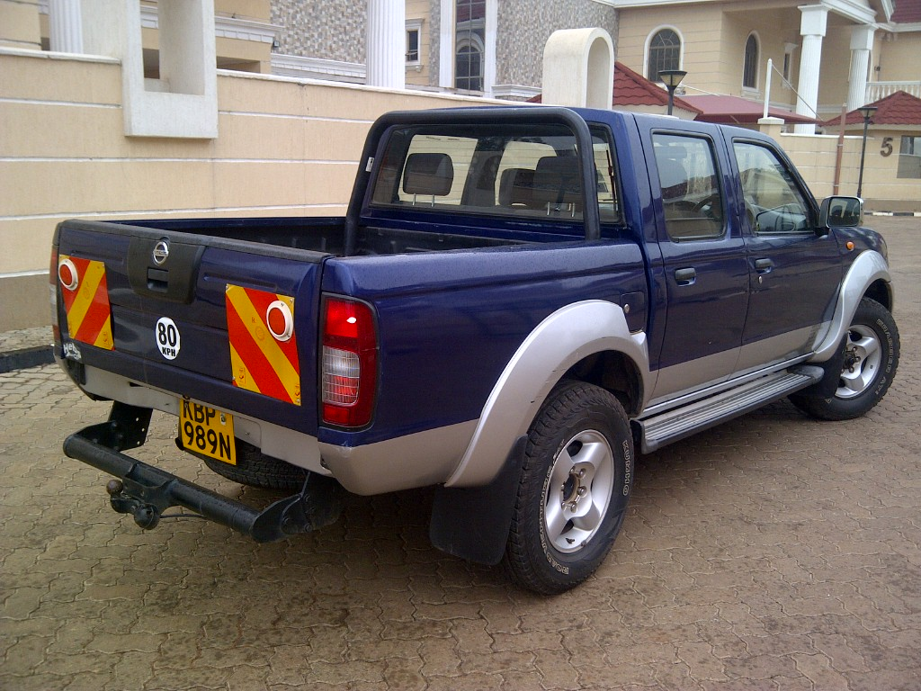 nairobimail nissan navara d cab pick up 2005 f loaded diesel manual gear. Black Bedroom Furniture Sets. Home Design Ideas