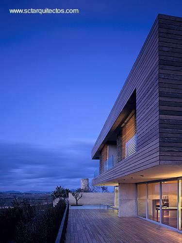 Detalle de un sector exterior de residencia contemporánea de Mallorca