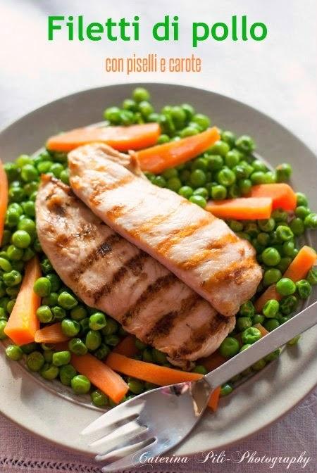 Filetti di pollo con piselli e carote