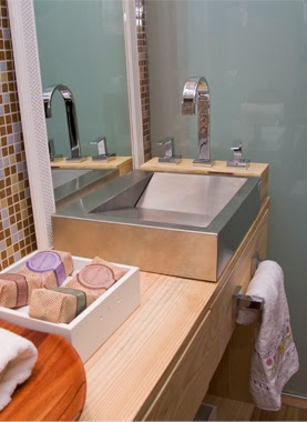 5 Tips for Living With a Small Bathroom