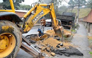 Para aumentar sua capacidade de vazão, a rede de drenagem da Rua Jose Bandeira Viana, no Rosário, foi desobstruída e consertada