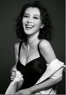 Liu Yuxin sexy interpretation of black temptation 1.jpg