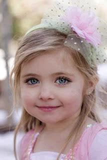 Foto Bayi Cantik Memiliki Mata cantik