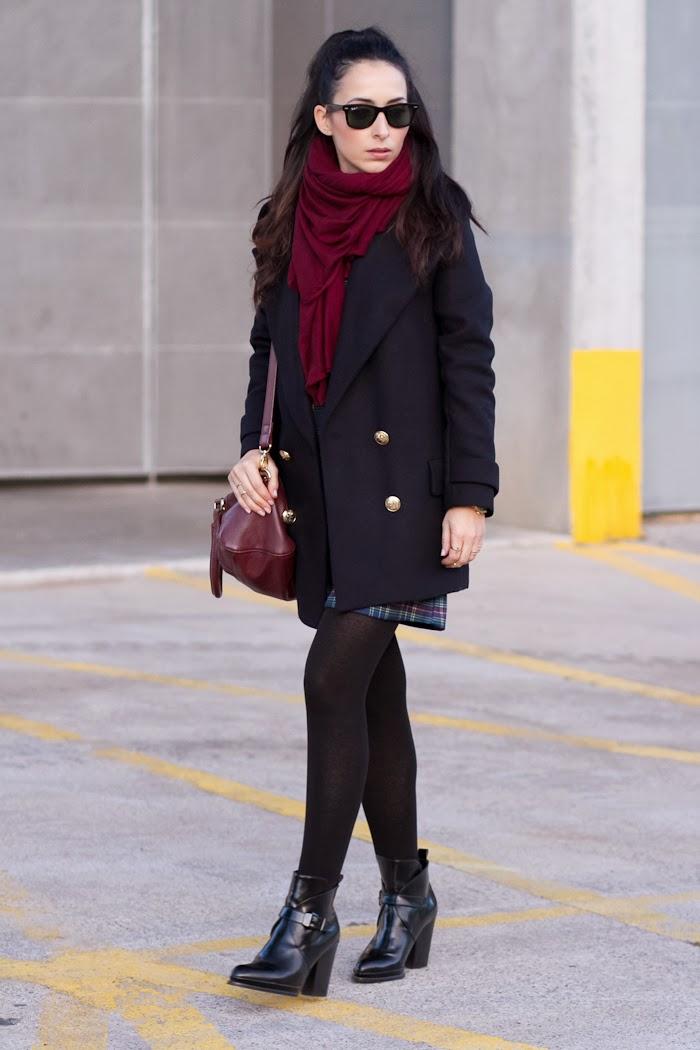 WOWS Bloguera de moda valenciana con abrigo de solapas azul marino de Zara