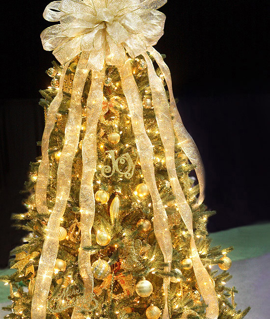 white christmas tree red gold decorations - White Christmas Tree With Gold Decorations
