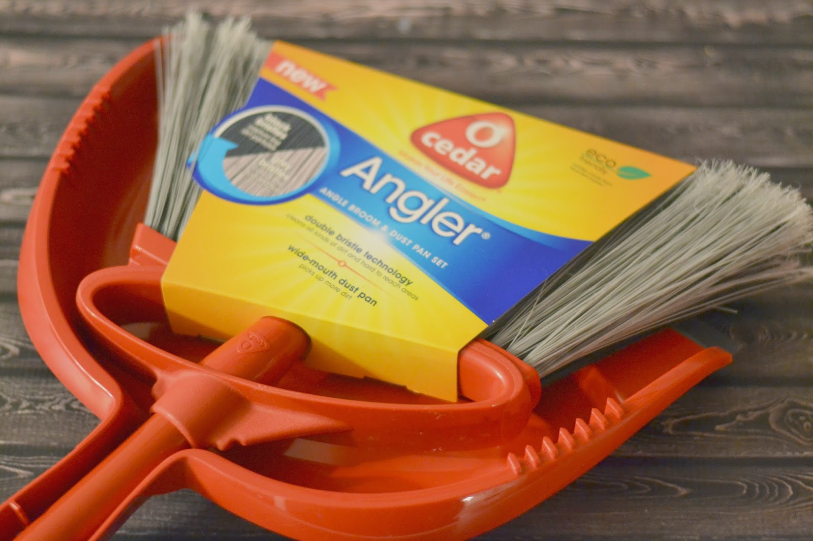 broom, dust pan or dustpan, O-Cedar Angler, Beautiful Mess, Dual Bristle Technology, Angle Broom, Indoor Broom, Sweeping.
