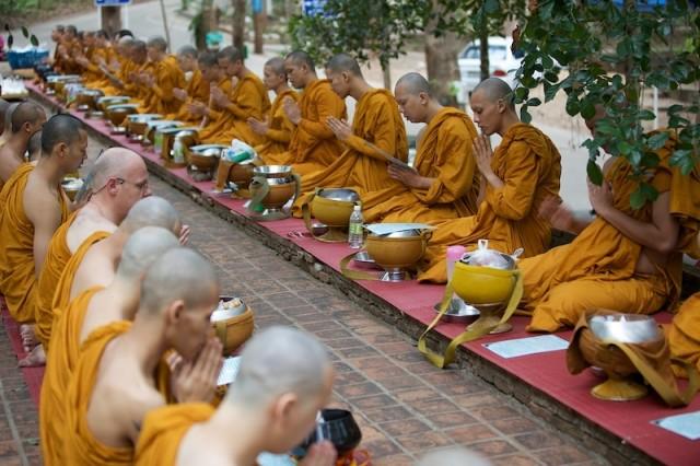 buddiyskie-golie-monahi-foto