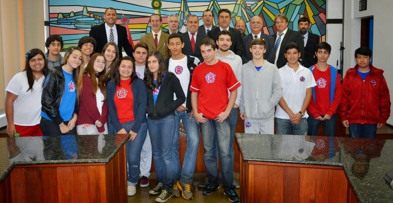 Alunos do Centro de Ensino Serrano acompanham Sessão Ordinária da Câmara Municipal de Teresópolis