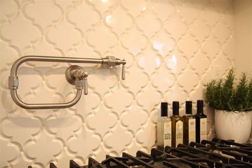 Picket fence design why it works a timeless kitchen for Beveled arabesque tile backsplash