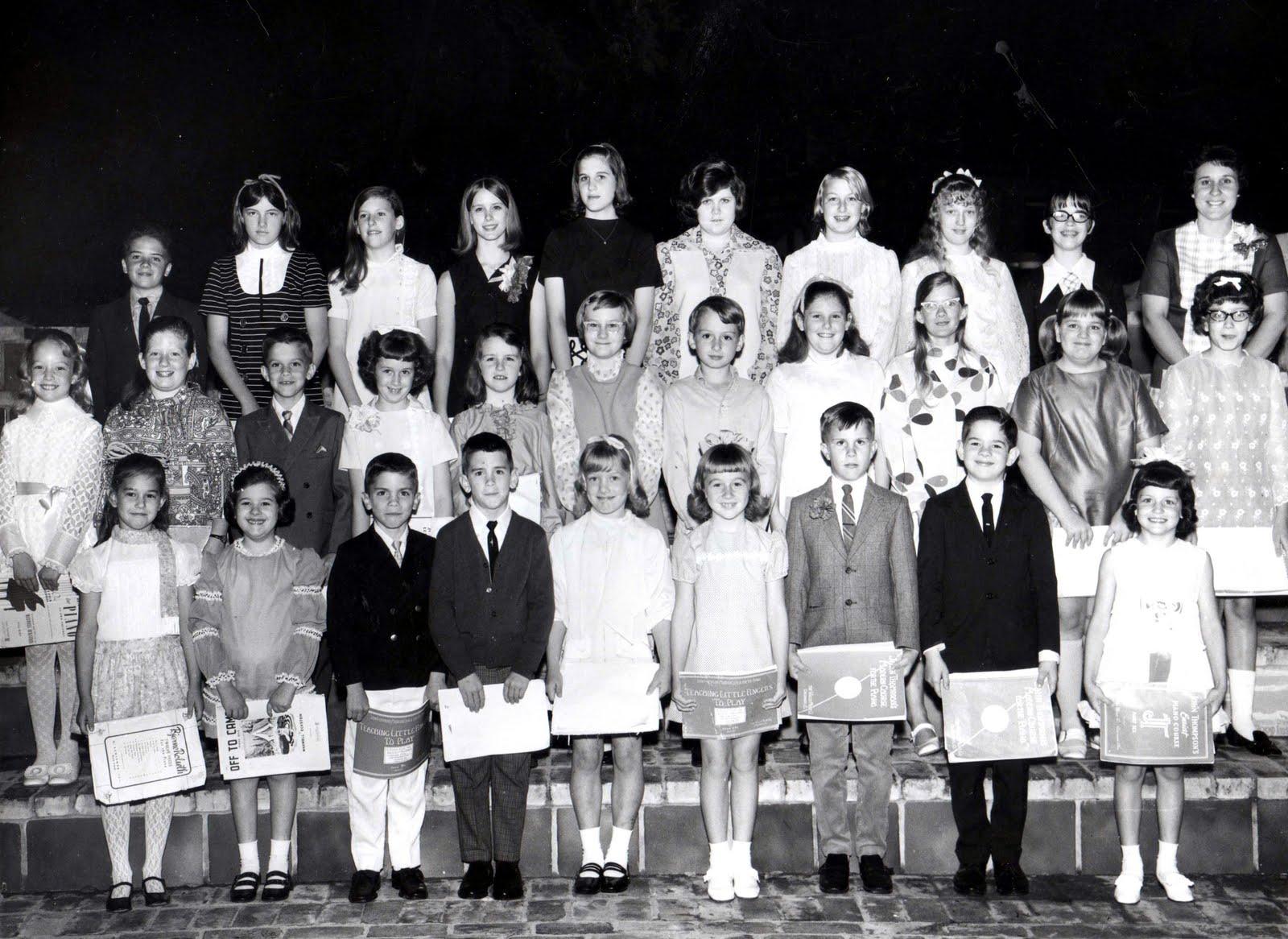 http://2.bp.blogspot.com/-O8OVNCVfzlk/Tm94o2RMowI/AAAAAAAABkI/Y2LHXM0esaI/s1600/Kerrville+Students+1970s.jpg