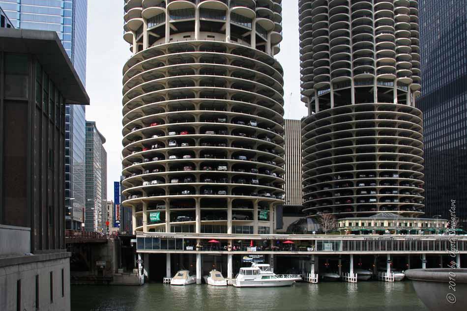 Chicago   Architecture U0026 Cityscape: Marina City [ Architect: Bertrand  GoldBerg]