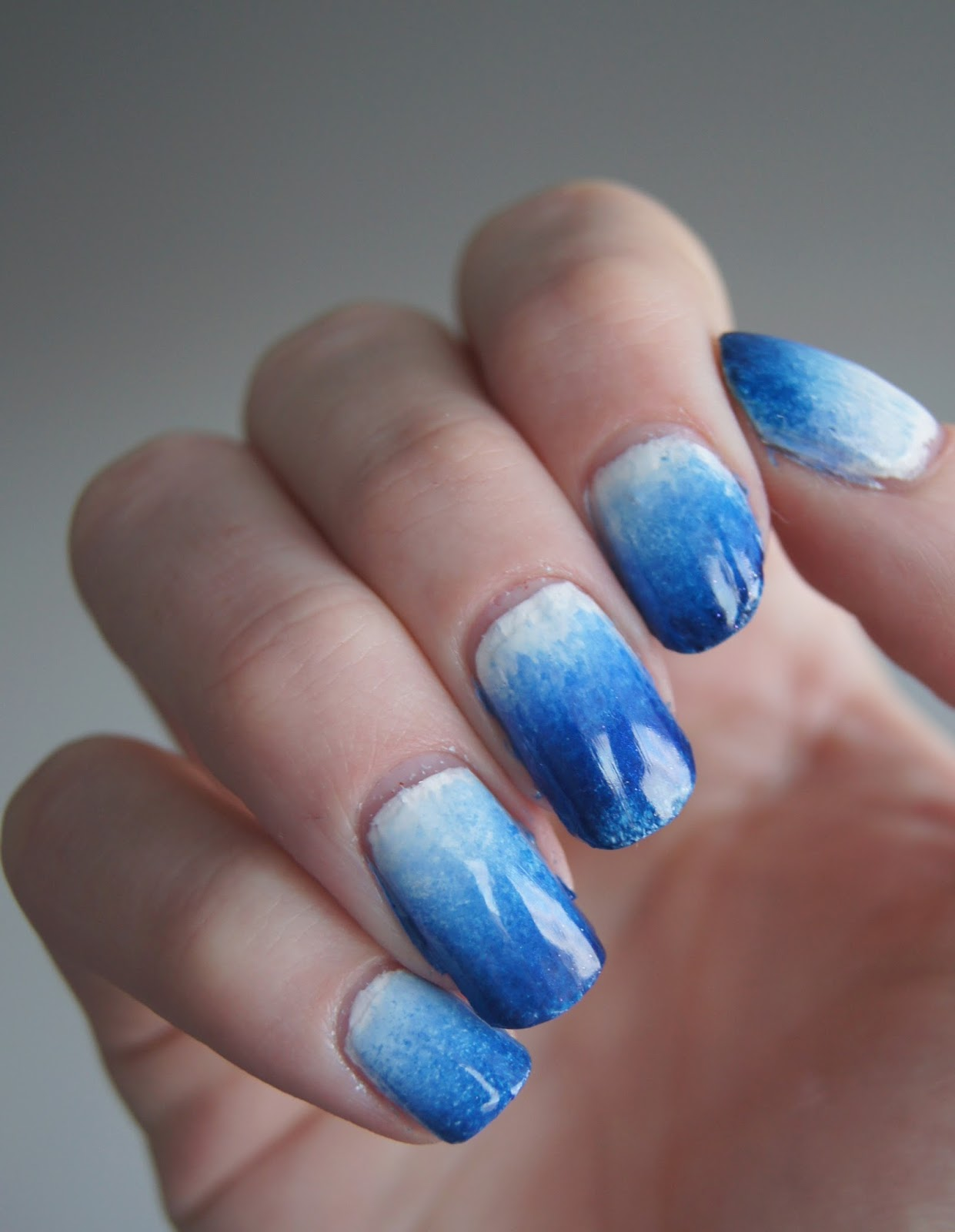 nail art gradient blue