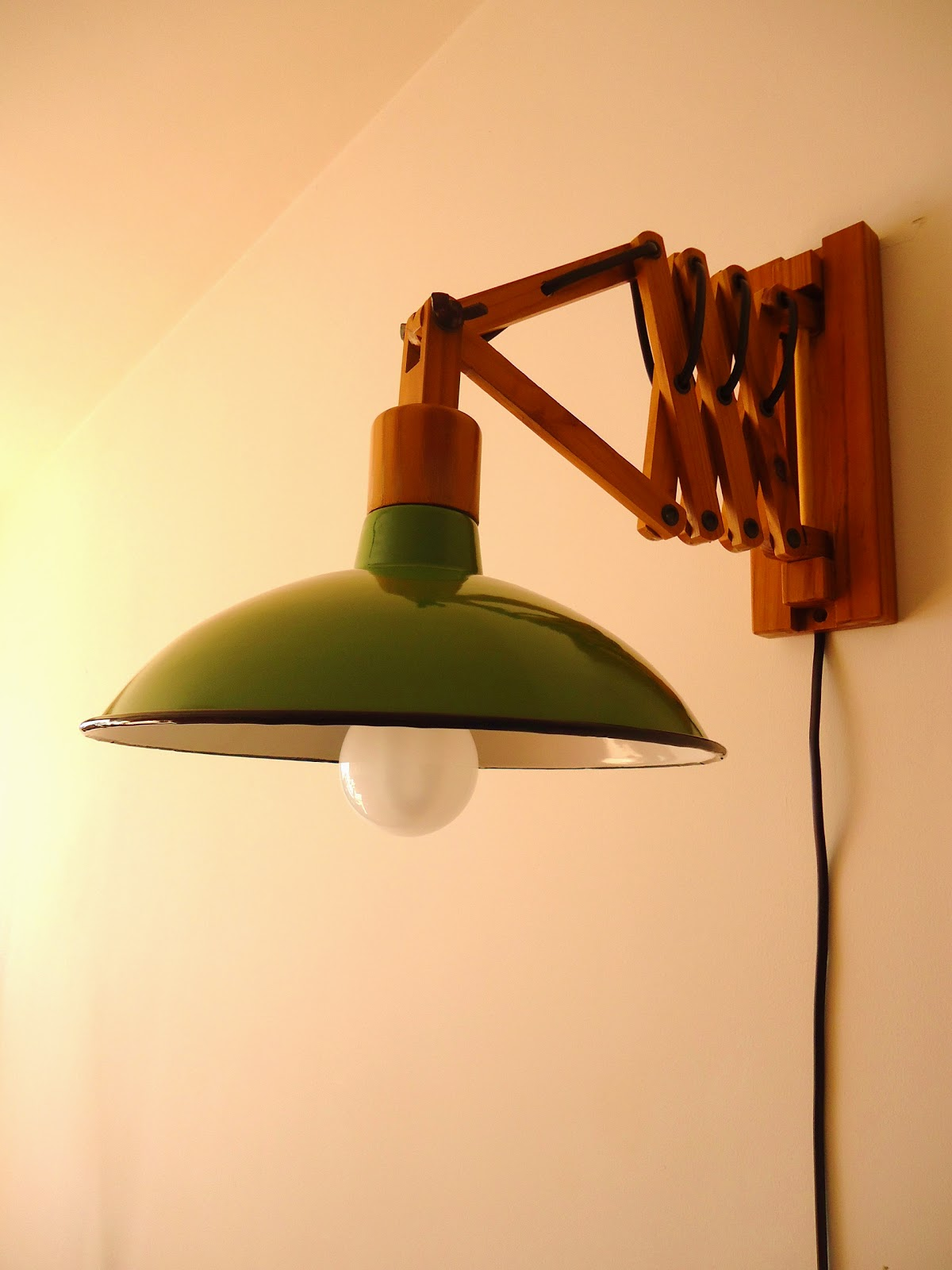 L mpara aplique extensible madera y enlozado verde vendido for Aplique pared madera