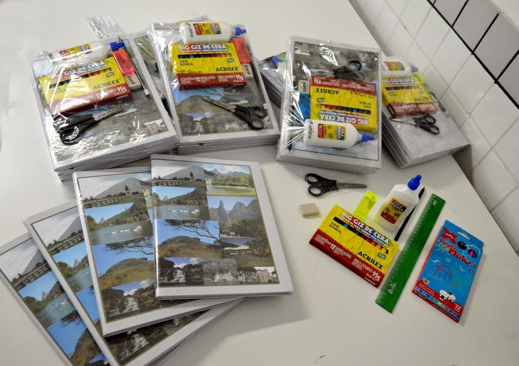 Kits escolares distribuídos na Escola Profª Acliméa de Oliveira Nascimento