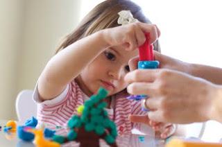 Benefícios do Uso da Massinha de Modelar no Desenvolvimento de Habilidades na Educação Infantil