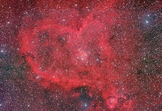 FOTO: Nebula Hati di Luar Angkasa