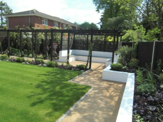 Exceptionnel Black Fences And A Black Pergola In This Contemporary Garden Scheme Give A  Crisp Finish And Blend The Garden Into The Wider Landscape.