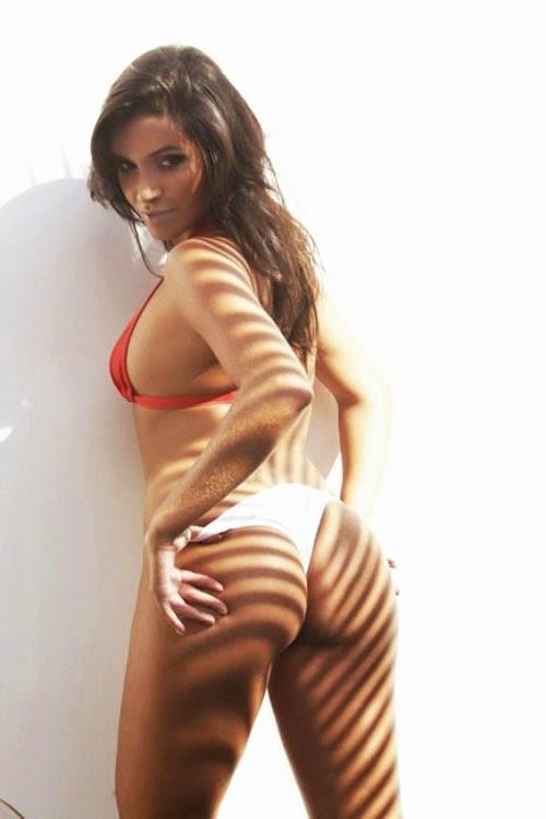 Dayan Alencar en sexy bikini rojo