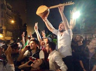 Κωνσταντινούπολη: Κούρδοι πανηγυρίζουν την είσοδο του Κουρδικού Κόμματος στην Τουρκική Βουλή