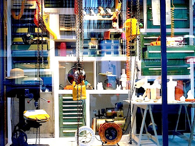工場をイメージした2人組のアート・デュオ「パラモデル」作品。