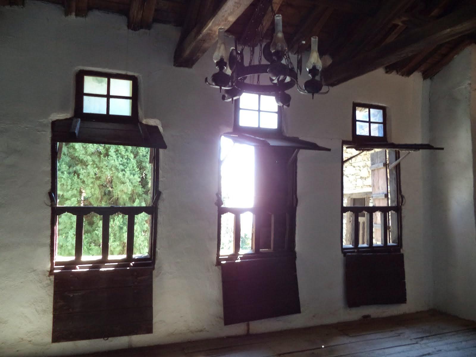 Παράθυρα του Σχολείου του Ρήγα Φεραίου, στην Ζαγορά - Πηλίου